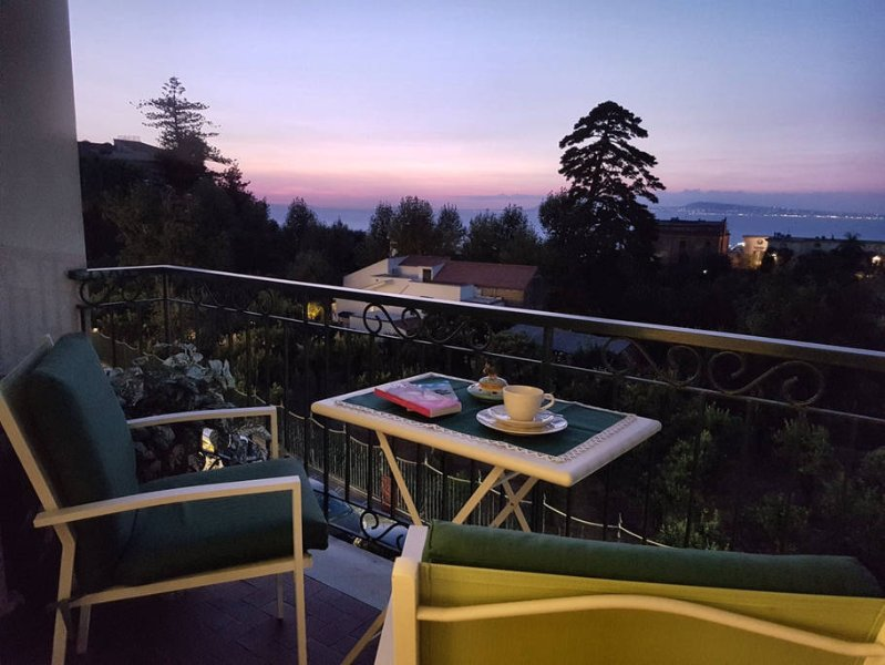 Maison Gioel 62 amazing seaview and terrace in Sorrento center, vacation rental in Sorrento