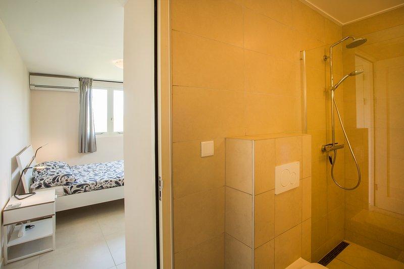 Salle de bains chambre principale attenante