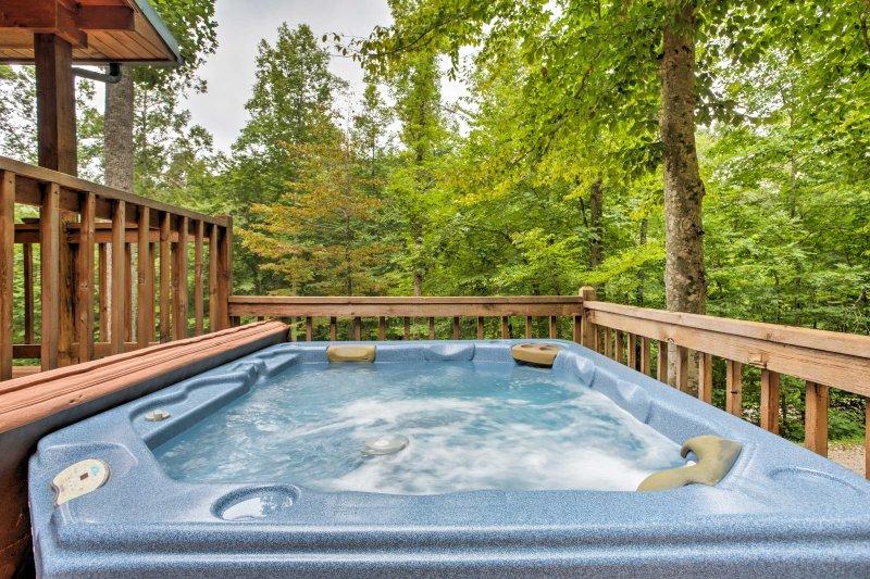 La vostra ultima vacanza rilassante inizia qui a 'Woodsman,' un 2 camere da letto, 1 bagno-casa vacanze cabina a Red River Gorge.