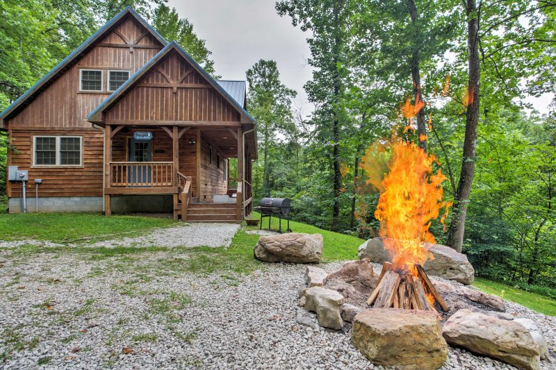Leave your worries behind and come relax in the mountains of Kentucky at 'Blues Moon.'