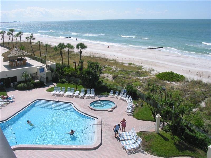 Blick vom Wohnzimmer, Esszimmer und Veranda am Golf von Mexiko mit Blick nach Süden.