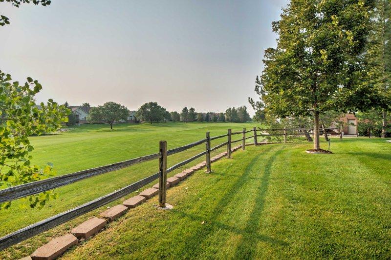 La propiedad ofrece fácil acceso a Littleton, Denver y muchas actividades al aire libre