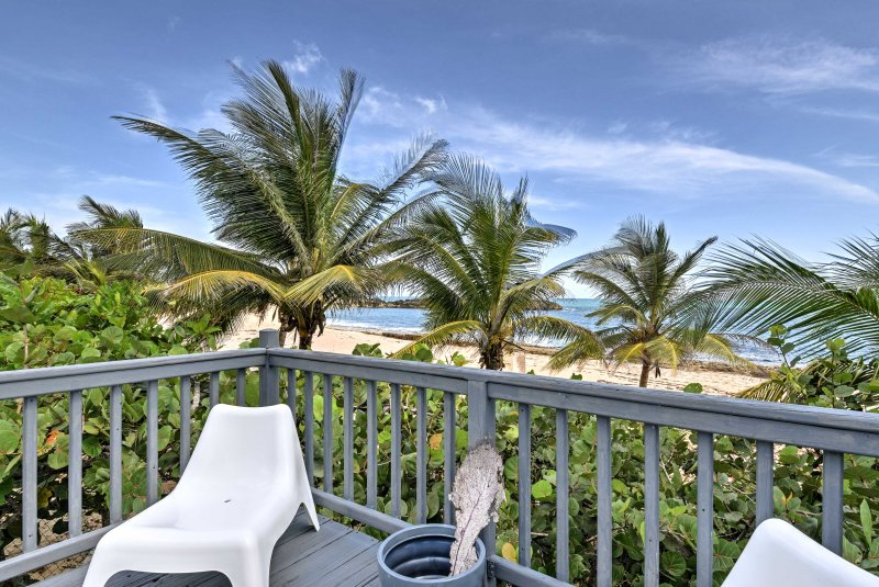 These sweeping ocean and beach views will simply take your breath away during your stay at this 2-bedroom, 2-bathroom vacation rental condo in Manatí.