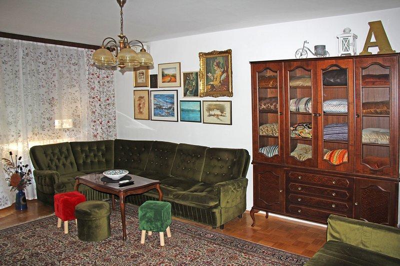 Vintage Apartment, 80 sq.m, Free Parking, casa vacanza a Hrvatski Leskovac