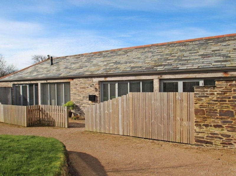 THE OLD DAIRY, gorgeous restoration, peaceful location with large garden near, holiday rental in Winnard's Perch
