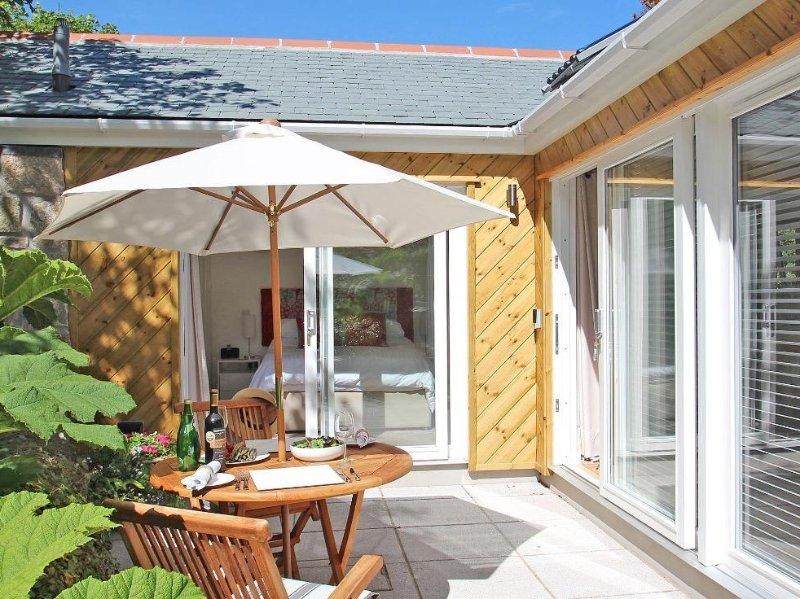 COT VALLEY COTTAGE stylish modern cottage, private terrace beside a stream, 10, location de vacances à St Just