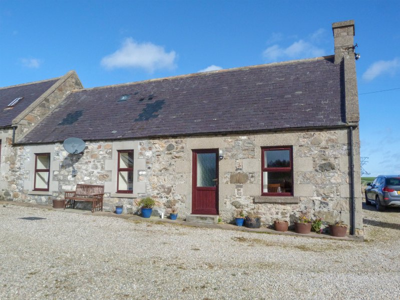 THE BOTHY, pet-friendly, open plan, country views, Cullen, Ref 952897, holiday rental in Portsoy