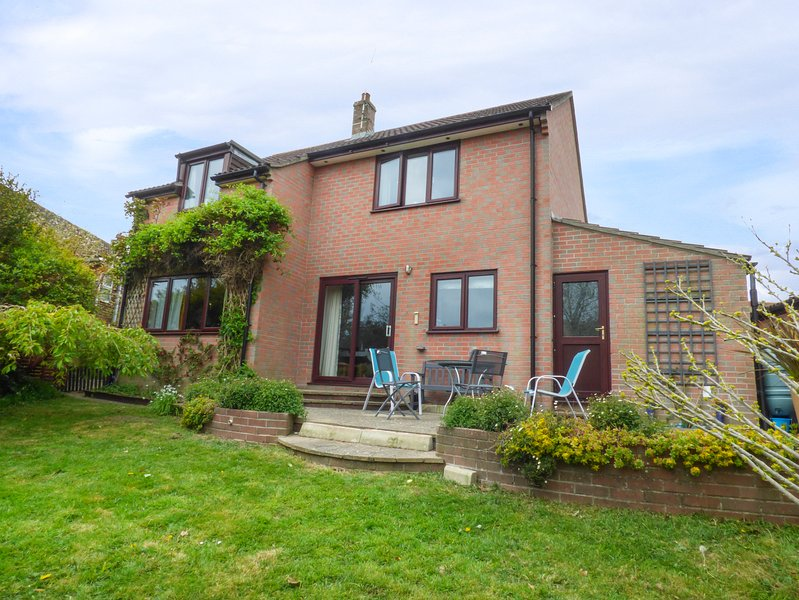TANZEY HOLLOW, sleeps six, detached house, king-size, Preston, Ref 952891, holiday rental in Chaldon Herring