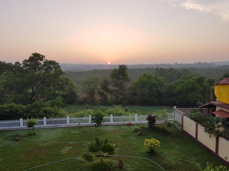 Mangroves below the rising sun, aluguéis de temporada em Sinquerim