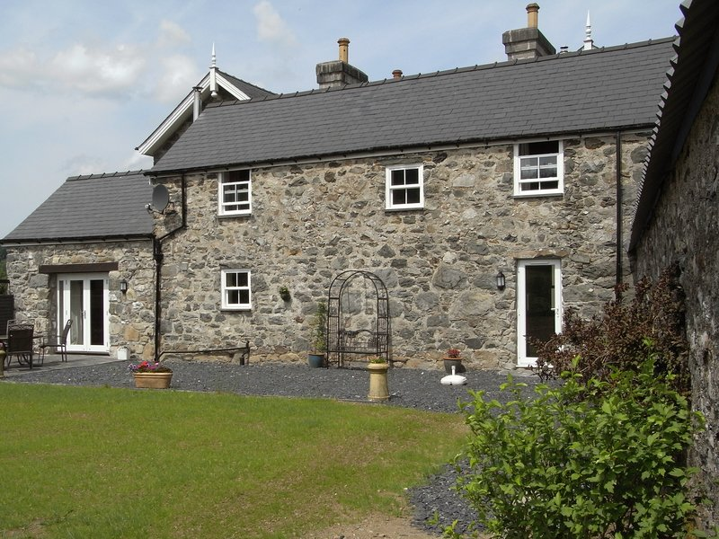 Y BWYTHYN AT HENFAES stone-built detached cottage, rural village, views, aluguéis de temporada em Llanuwchllyn