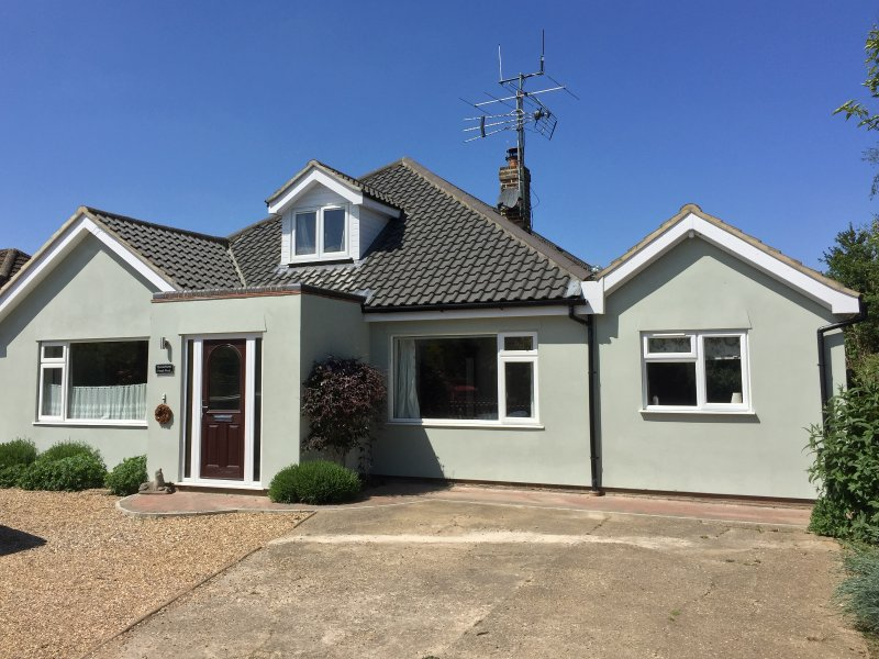 QUAVERHURST, annexe, WiFi, enclosed patio, near Stalham, Ref 944383, holiday rental in Ludham