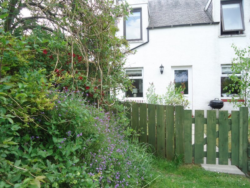 WENDY'S PLACE, ground floor, woodburning stove, WiFi, in Foyers, Ref 941487, holiday rental in Invermoriston