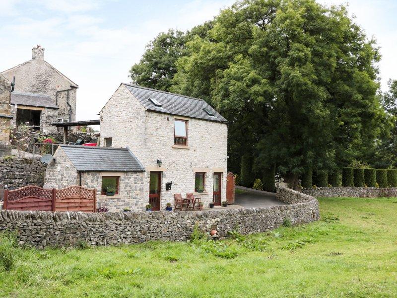 WOODCROFT BARN, detached barn conversion, romantic, WiFi, rural views, in, Ferienwohnung in Great Hucklow