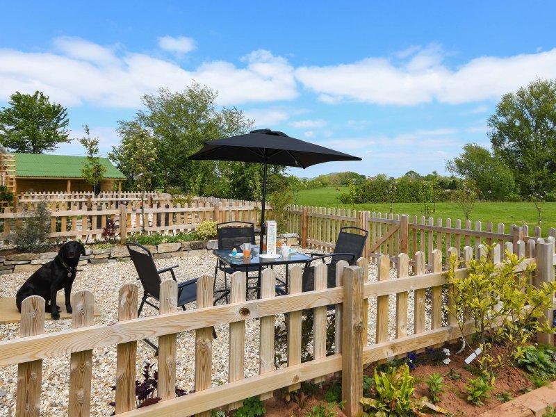 MALLARD, welcoming bungalow, double bedroom, plenty to see and do in area, in, location de vacances à Highbridge