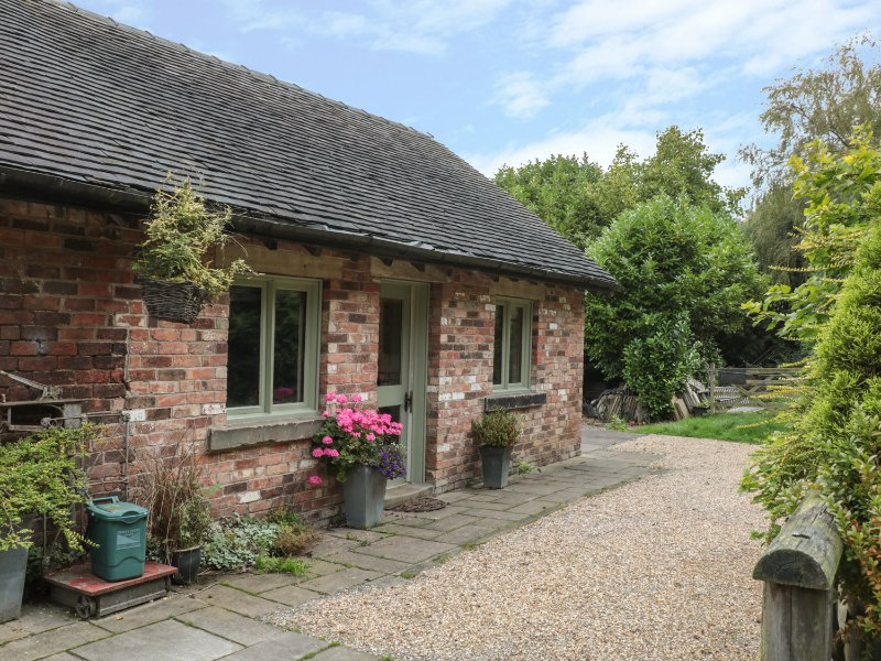 BAY TREE, pet friendly, country holiday cottage, with a garden in Turnditch, vacation rental in Hulland Ward