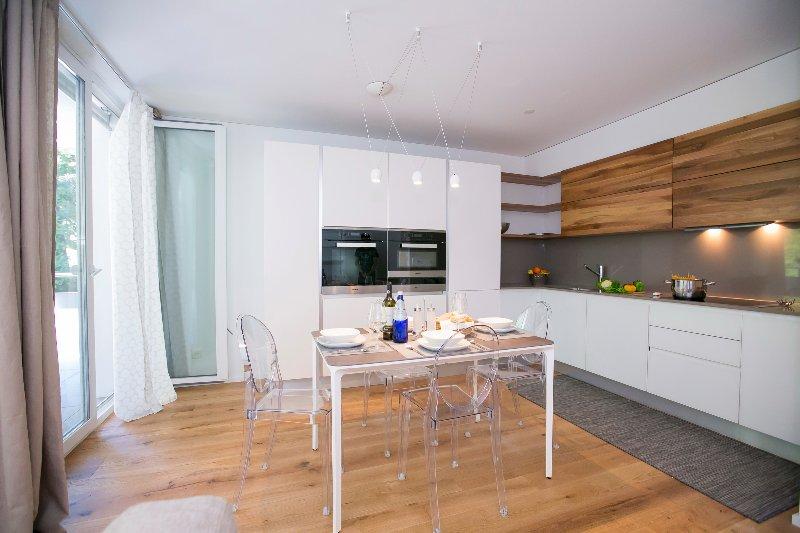 Kitchen area - dishwasher available