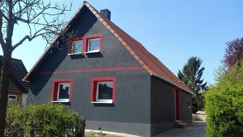 Haus Thomas Pirmasens, Wohnung mit 2 Schlafzimmer, 3 Einzelbetten und 2 Einzelb., vacation rental in Kaiserslautern