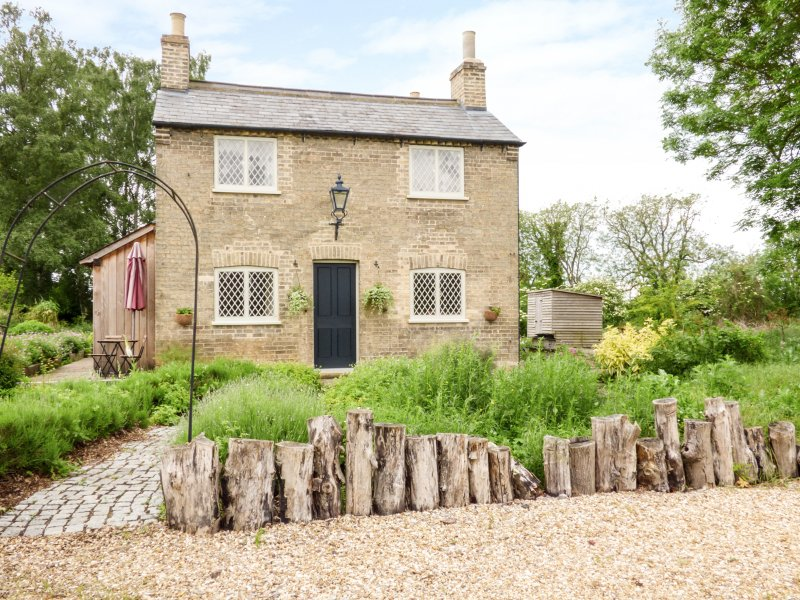 SHORTMEAD COTTAGE, Victorian farm cottage, double-ended bath, multi-fuel stove, casa vacanza a Royston