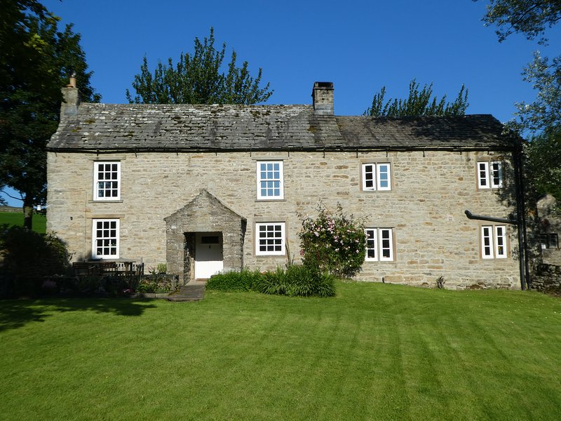 COWSTONEGILL, character holiday cottage, with a garden in West Burton, Ref 1183, vacation rental in West Burton