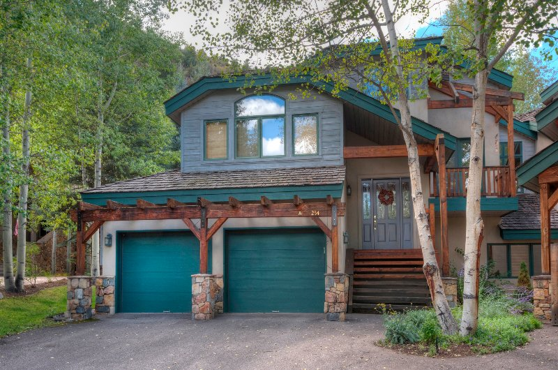 4Br/4Ba Private Rustic Home in Arrowhead, holiday rental in Wolcott
