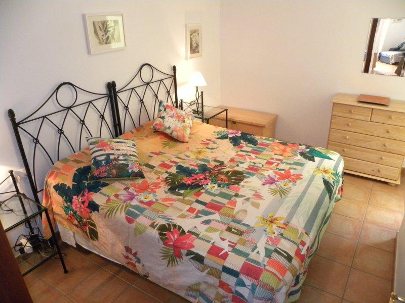 dormitorio principal - Doble cama grande o 2 individuales.