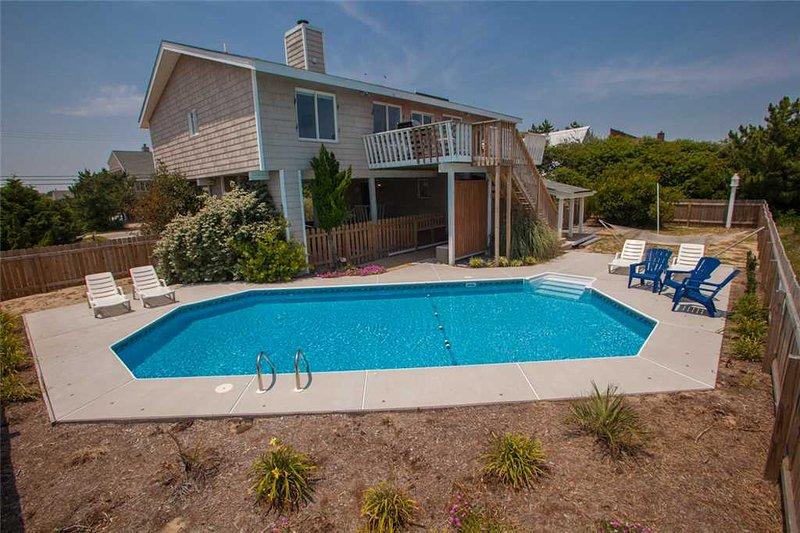 Bench,Pool,Water,Building,Yard