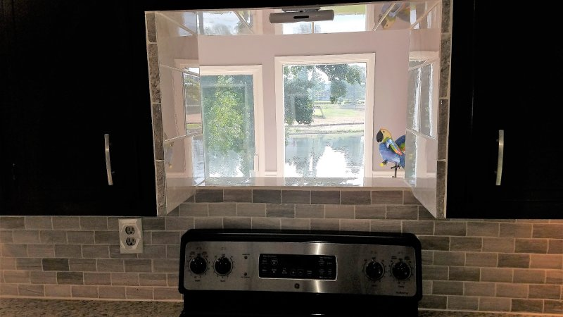 Vista para o lago do interior da cozinha