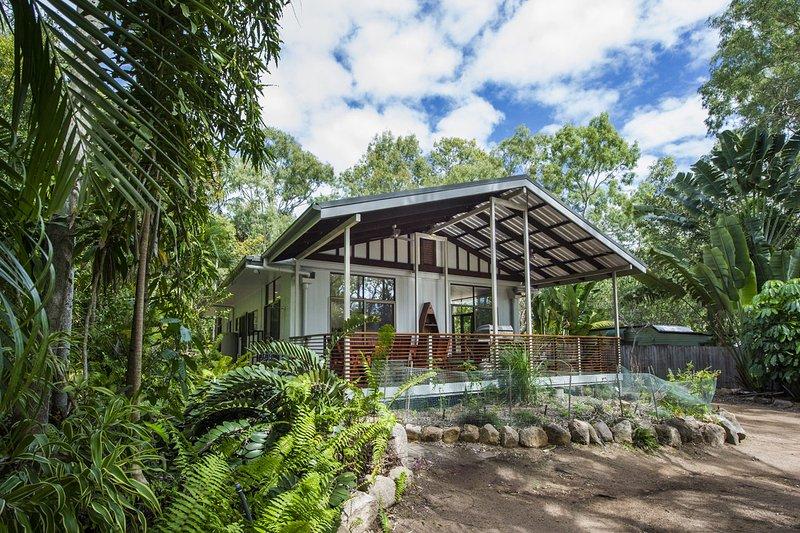 Sunbird Retreat - Horseshoe Bay, QLD, holiday rental in Magnetic Island