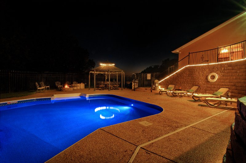 Beaver lake home w swimming pool sleeps 12 has central - Summer house with swimming pool review ...