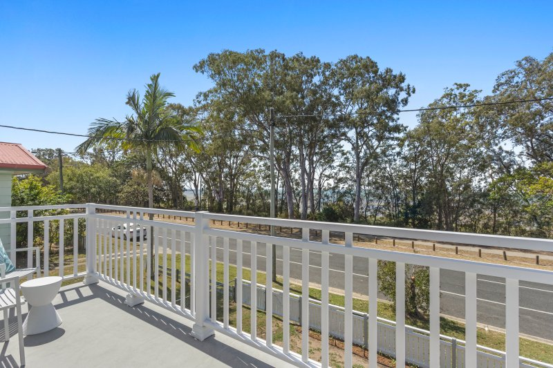 Hamptons at The Bay - waterfront hamptons inspired newly renovated holiday home, vacation rental in Moreton Bay Region