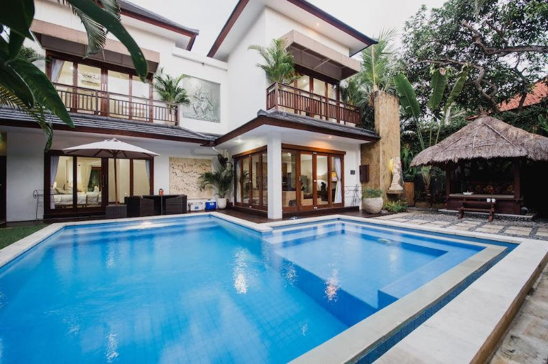 Luxury 3 Bedroom Villa - Sinta Villa Seminyak Bali, holiday rental in Kuta District