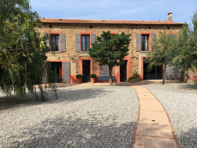 Grande maison (250m²) avec jardin - 14 personnes., holiday rental in Ortaffa