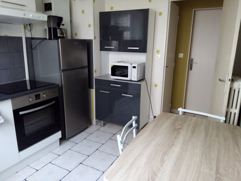 Grand T2 meublé tout confort, holiday rental in Varennes-Vauzelles