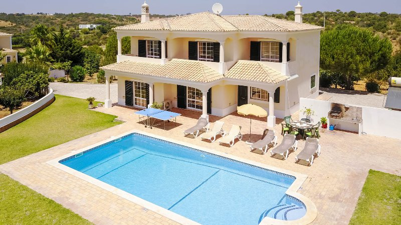 MONTE DOS AVÓS Country villa,private pool, AC,WiFi, 1,5km to Guia, holiday rental in Guia