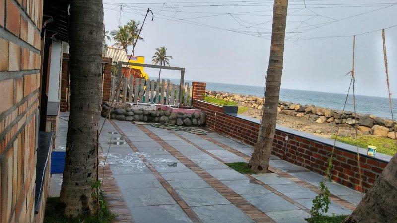 MERMAID BEACH HOUSE - First floor bedroom 2, holiday rental in Kottakuppam