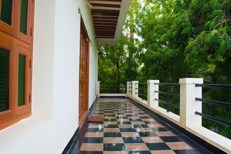 Mani Home Stay, Deluxe Room- Trichy G-1, holiday rental in Tiruchirappalli District