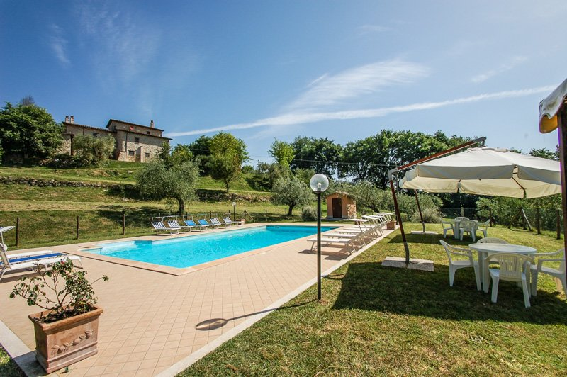 Detached villa with private and fenced pool at 1km from village. Quiet area, holiday rental in San Liberato