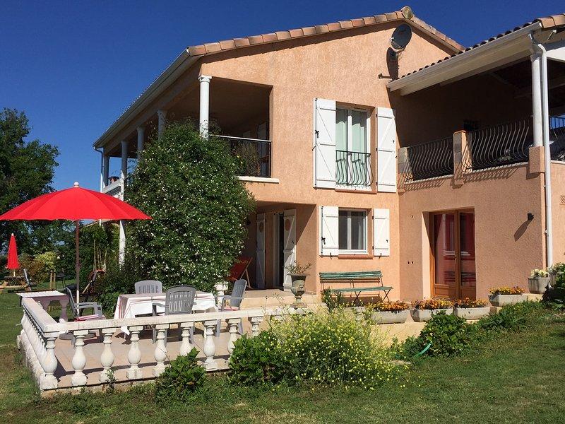 Gìte mit Sicht auf Pyreneen, 5 Min. zum See und dem Dorf Carla Bayle, location de vacances à Artigat