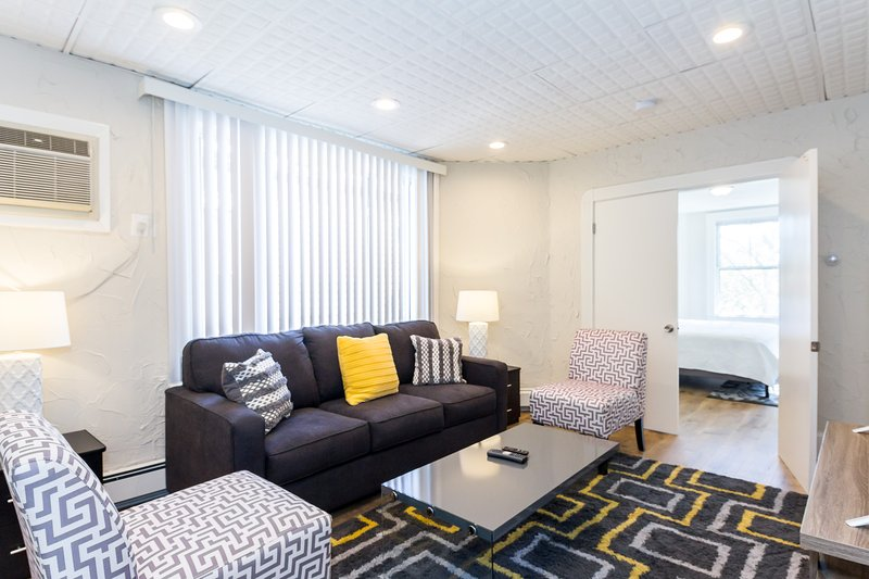 Private 4 bedroom apartment close to airport T on treelined street great loc!, vacation rental in Boston