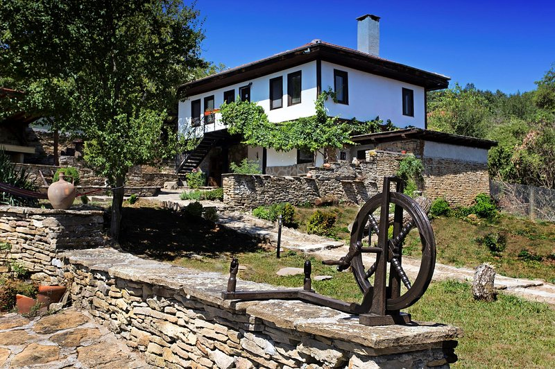 Guest house Stone paths - top location in the middle of Bulgaria, location de vacances à Vrabtsite
