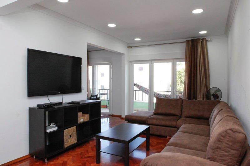 Charming apartment in peaceful Cascais, location de vacances à Estoril