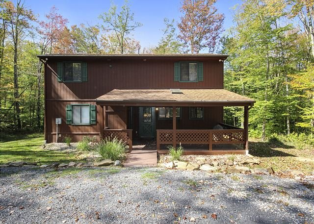Adorable and Affordable Mountain Cabin Has It All and Then Some!, holiday rental in Canaan Valley