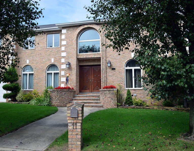 BEAUTIFUL 4BR/4BA Home, Staten Island, NY City Borough., aluguéis de temporada em Piscataway