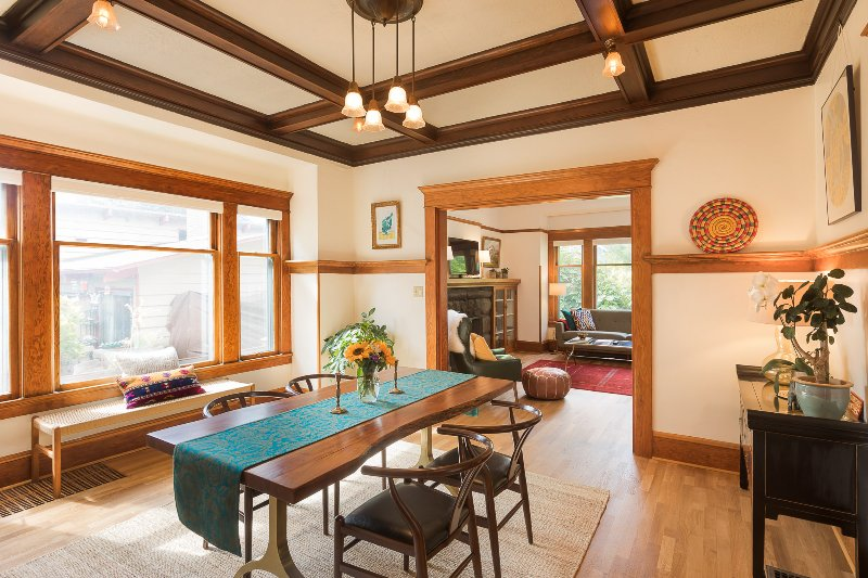 Sun-filled, Spacious Craftsman in the Heart of PDX, alquiler de vacaciones en Portland