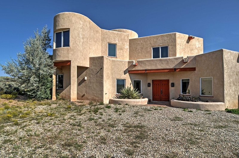 Escape to the desert landscape in this 3-bedroom, 3.5 bath vacation rental house.