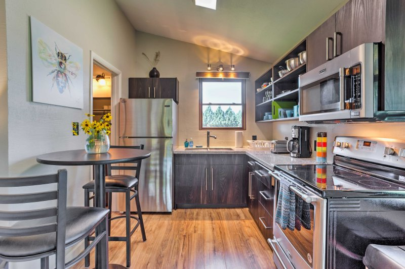 Experience Cornville, Arizona from 'Square Root Vineyard,' an updated vacation rental studio.