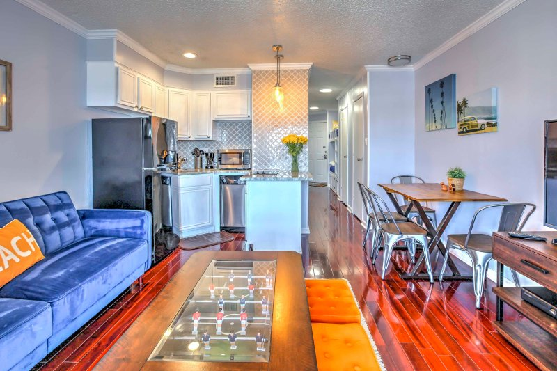 This bright 1-bedroom, 1-bath vacation rental condo is ideal for your next Galveston retreat!