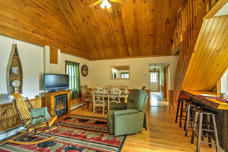 Retreat to the New York Adirondacks by booking this 2-bedroom, 1-bathroom vacation rental cottage in North Creek!