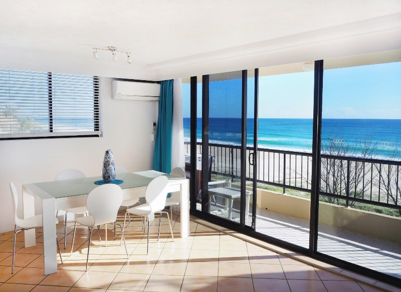 Pelican Sands 401 - Absolute Beachfront - Min. 3 night stays!, vacation rental in Burleigh Waters