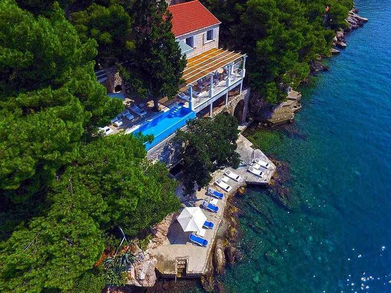 Luxury Villa Dubrovnik Sea Diamant by the sea close to the center of Dubrovnik, vacation rental in Dubrovnik